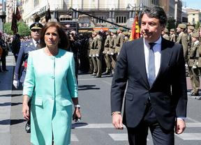 Ana Botella e Ignacio González en el desfile del 2 de mayo