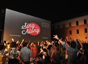 Cine a ritmo de karaoke en el patio del Teatro Galileo
