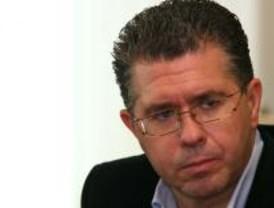 IU y PSOE piden que Granados explique si ordenó registrar el despacho de un funcionario de Prada