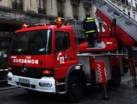 Intoxicados leves en el incendio de una casa en avenida de Europa