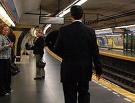 La línea 9 de Metro sufre retrasos de varios minutos