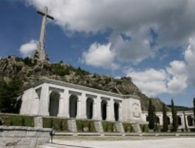 El Gobierno, dispuesto a retirar los restos de Franco del Valle de los Caídos