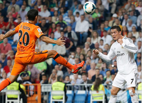 El Real Madrid recorta un punto al Atlético