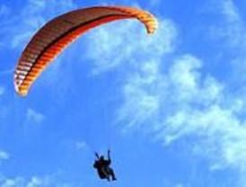 Herido grave un joven al caer desde el parapente en el que volaba