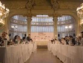Un centenar de personas participan en un concurso de cata de vinos por parejas