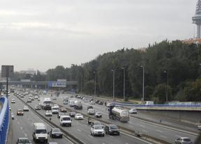 La lluvia provoca retenciones en la mayoría de las carreteras