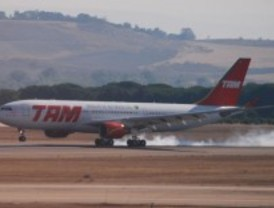 El aeropuerto de Barajas, el primero en implantar los 'aterrizajes verdes'
