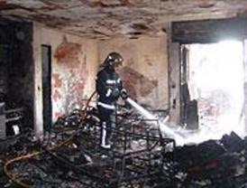Un aparatoso incendio destruye 3 pisos en Galapagar