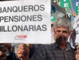 Los funcionarios cumplen la primera protesta contra el 'tijeretazo'