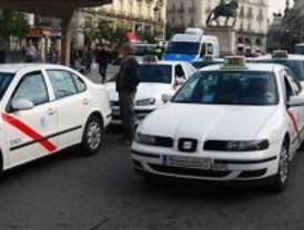 El intrusismo ahonda la crisis del taxi en agosto
