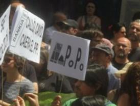'Okupan' un edificio en la calle Sebastián Elcano para alojar a desahuciados