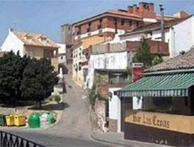 La Comunidad derriba una vivienda ilegal en Los Santos de la Humosa