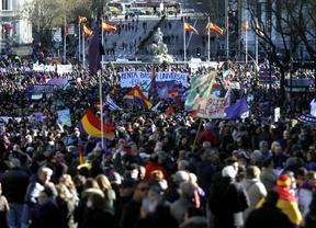Miles de personas se unen a la 'Marcha del Cambio' al grito de
