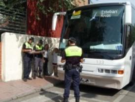 Alcalá controla el transporte escolar de menores