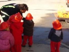 Los niños de Alcorcón conocen las labores de los servicios de emergencias