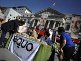 La policía impide a Equo recoger avales frente al Congreso