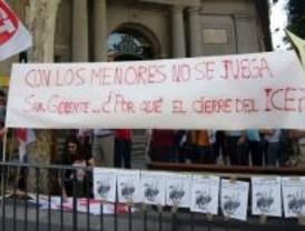 Trabajadores del IMMF protestan por el cierre de un centro