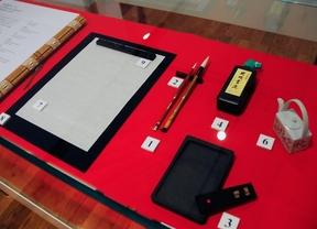 Expo de Caligrafia Japonesa. Instrumental, tinta pinceles y papel.