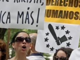 Protestas por la expulsión de gitanos en Francia ante la sede de la Comisión Europea