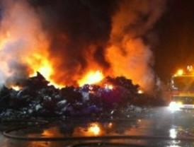 Arden 200 toneladas de chatarra en San Martín de la Vega