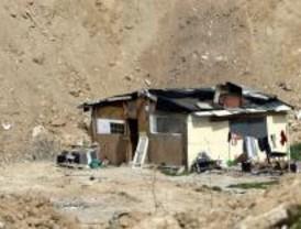 Derribadas unas chabolas en Torrejón de Ardoz dedicadas a 'camas calientes'