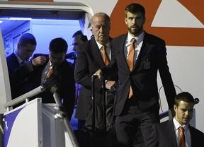 Los jugadores se bajan del avión en Curitiba