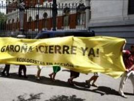 Los ecologistas piden el cierre de Garoña a ritmo de tambores