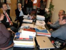 El PSM invita a Aguirre a ir a comprar a las tres de la mañana