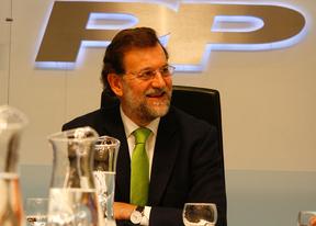 Rajoy dice que maneja encuestas que dan ganador al PP