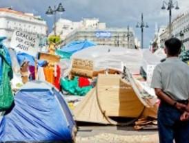 Los acampados insisten en que los comerciantes obtienen ganancias