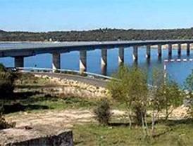 Denuncian vertidos de aguas fecales en el embalse de Valmayor en El Escorial
