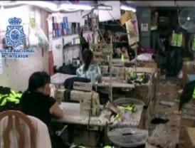 La Policía Nacional desmantela talleres textiles clandestinos en Carabanchel, Usera y Latina