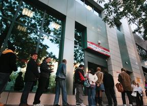 El paro cae de manera drástica en abril con 12.160 desempleados menos
