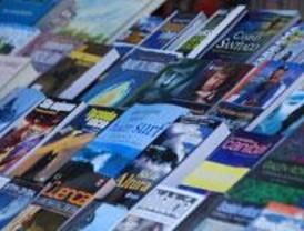 IU Ciempozuelos pone la cultura en la calle con una campaña de 'suelta de libros'