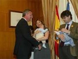 Más de 19.000 madrileñas piden los 2.500 euros por hijo