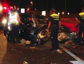 Seis jóvenes heridos al caer con su coche desde una altura de siete metros