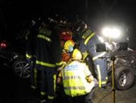Dos jóvenes, heridos al chocar su coche contra un árbol en Ciudad Universitaria