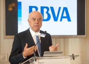 El presidente de BBVA ofrece su ayuda a Carmena para abordar los desahucios