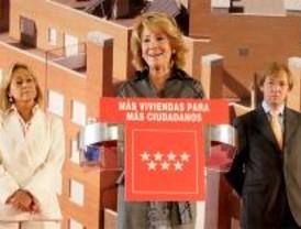 Aguirre entrega las llaves de 276 viviendas protegidas en Villa de Vallecas