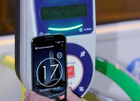 La EMT ensaya un proyecto piloto para pagar con el teléfono móvil