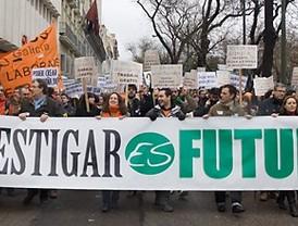 Cientos de científicos se manifiestan contra los recortes de presupuesto en España