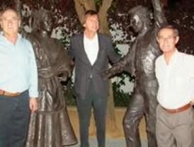 Navalcarnero inaugura un monumento a los bailes regionales