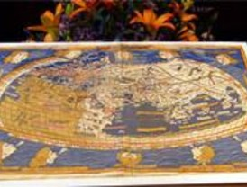 Rubalcaba hace entrega de los mapas que fueron robados de la Biblioteca Nacional