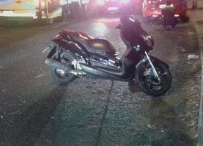 Herido grave un motorista tras estrellarse contra un coche aparcado en la calle Antonio Machado