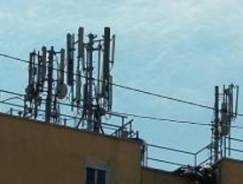 La primera ordenanza del país reducirá 4.000 veces las emisiones de las antenas
