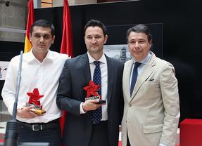 Alberto Roldán y Iulián Adrián reciben el premio FotoCAM
