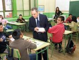 Simancas promete que los madrileños tendrán 500 bibliotecas más en 2011