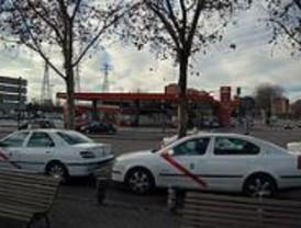 Los discapacitados protestan por la subida de las tarifas de los taxis