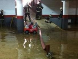 Los bomberos realizan quince salidas en dos horas por fuertes lluvias en la zona este