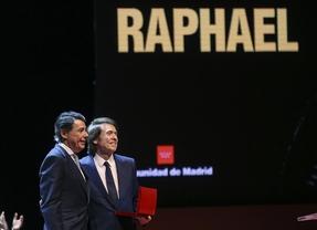 Raphael recibe el Premio Internacional de las Artes de la Comunidad de Madrid